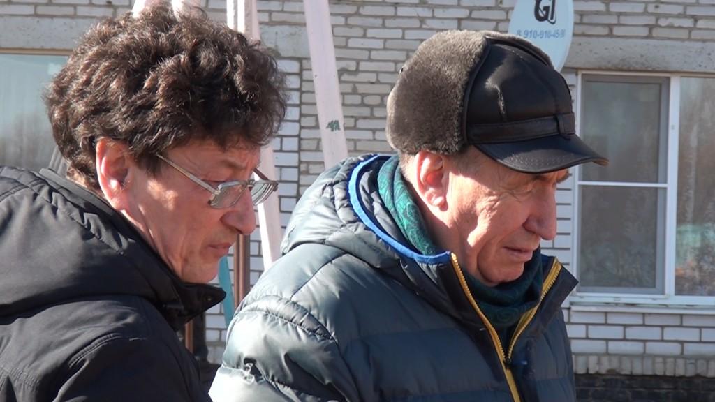 Геннадий Ли и Валентин Щербаков на ремонте теплотрассы -2